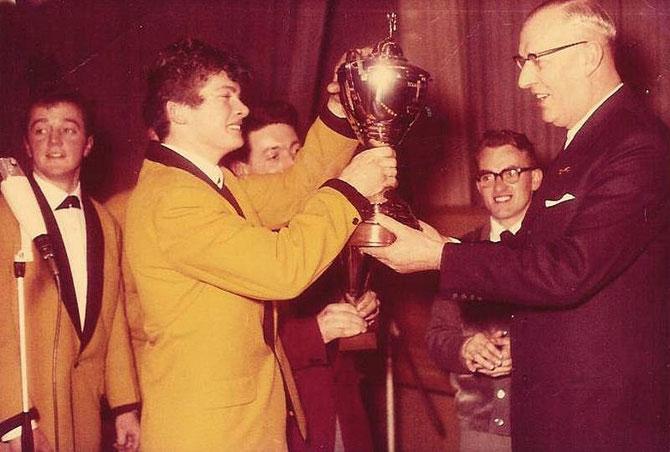 In 1964 wonnen ze de 1e prijs bij de AVRO Talentenjacht Teenagefestival in CARLTON te Eindhoven..