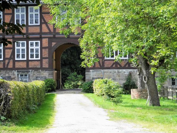 Torbogen im Schloß Hagenburg