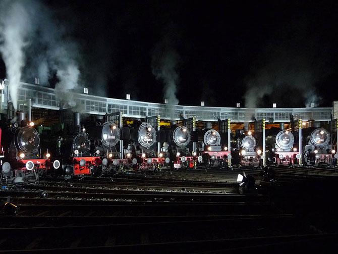 """""""Full house"""" bei der nächtlichen Parade im Bw Gerolstein am 05.04. und 52 6106 mittendrin - Foto: Heiner Neumann"""