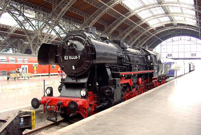 52 5448-7 GR steht heute als Denkmallok im Leipziger Hauptbahnhof - Quelle: http://de.wikipedia.org/wiki/Wikipedia