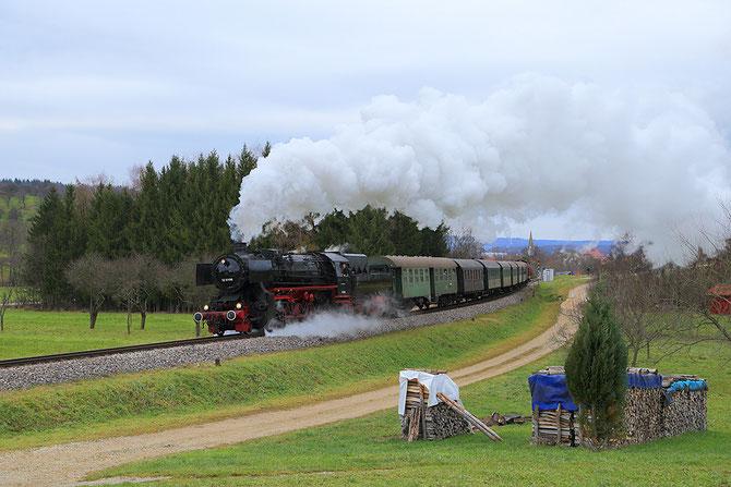 52 6106 unterwegs auf dem steilsten Stück der Tälesbahn zwischen Linsenhofen und Neuffen - Foto: Jens Peter Schmidt