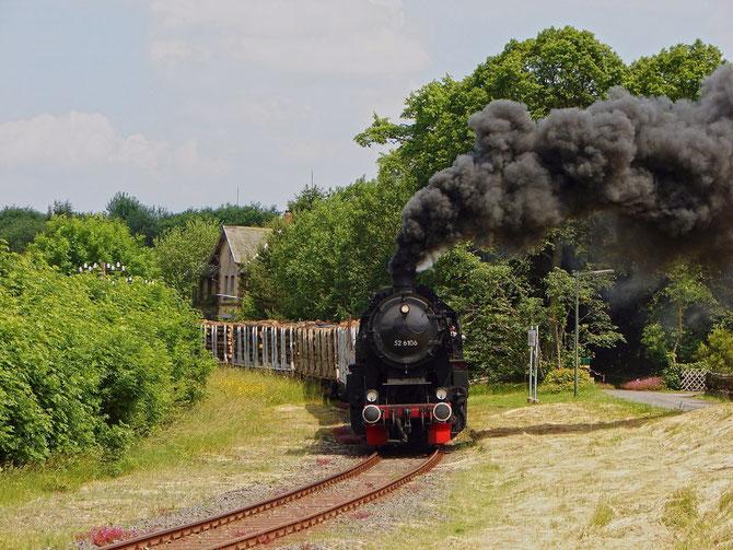 Geschafft! 52 6106 hat mit dem ersten Zug den Scheitelpunkt in Dockweiler erreicht - Foto: Georg Lochner