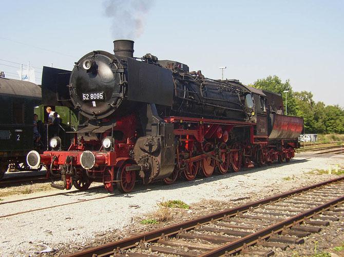 52 8095 im Zustand nach der Aufarbeitung in Dieringhausen, bei einer Veranstaltung in Duisburg am 20.09.2003 - Foto: Bernd Bastisch