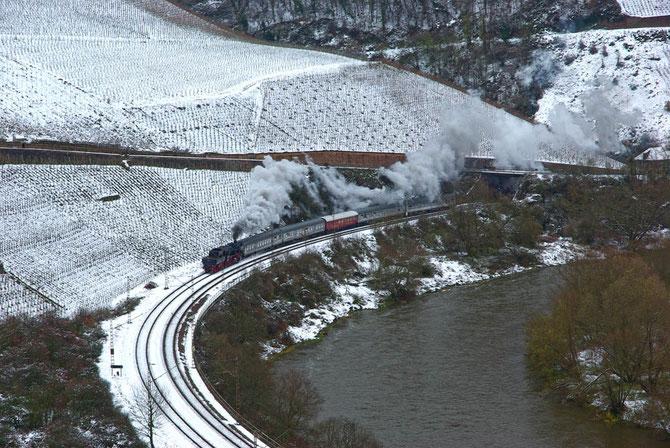 Winterdampf im reizvollen Saartal zwischen Wiltingen und Kanzem - Foto: Achim Müller