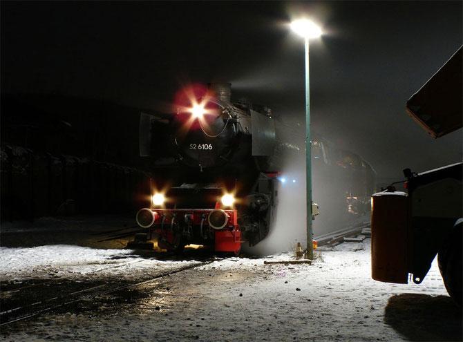 Nächtliche Impression, kurz nach der Ankunft im Umladebahnhof der Brohltalbahn in Brohl-Lützing - Foto: Georg Lochner