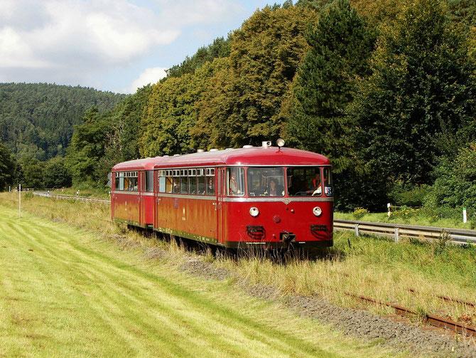 Die 795/995 Garnitur unterwegs auf der Oleftalbahn