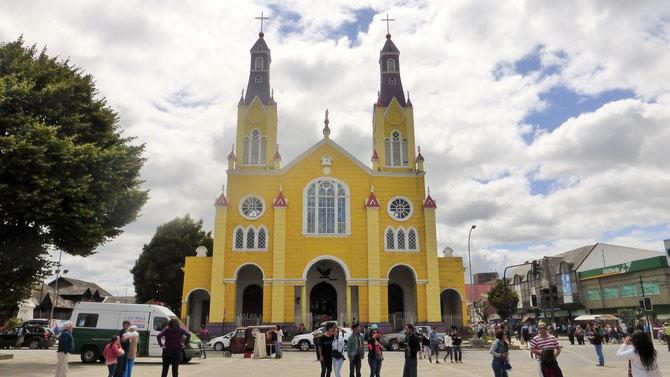 .. die frisch renovierte Holzkirche. Auf Chiloe gibt es viele davon, einige davon wurden zum Weltkulturerbe erklärt.