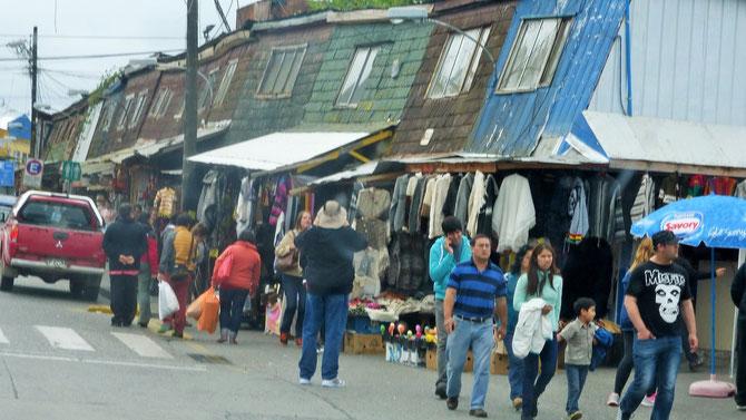 Wieder auf dem Festland in Puerto Montt überzeugt uns die bekannte Verkaufs- und Fressmeile Angelmo nicht wirklich.