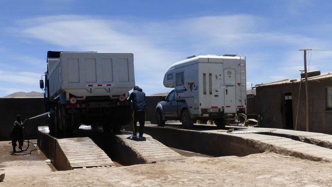 .. wo El Gordo umgehend in die Badewanne (Lavadora) kommt. Das Salz und der Salzschlamm müssen unbedingt vollständig entfernt werden.