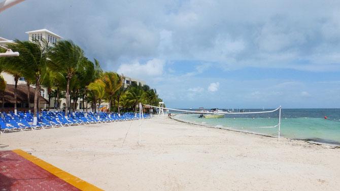 Mehr als 20 km ist Cancuns Zona Hotelera lang. Alles abgeriegelt als Hoteleigentum.