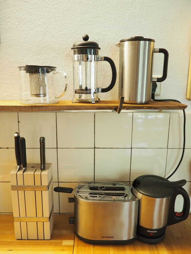 Messer, Toaster,  French Press Kaffee, Wasserkocher