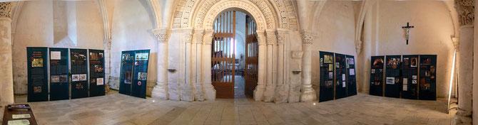 JEP 2009, dans l'avant nef de l'église à été présentée l'exposition itinérante : « À la table des moines Saintongeais »