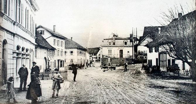 Historisches Foto von der Hauptstrasse in Aesch, ca. 1900