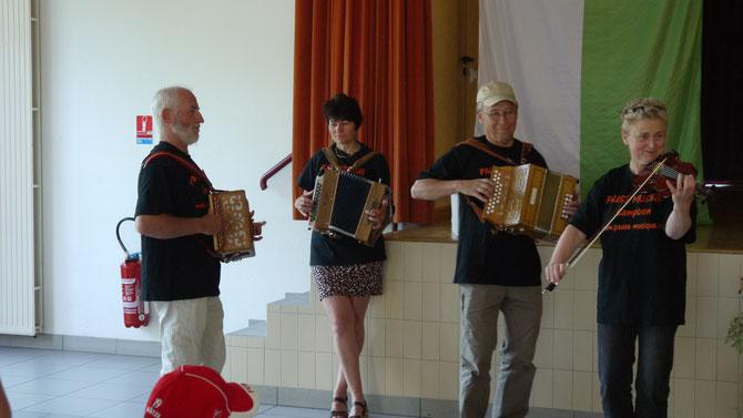 ...musikalische Begrüßung in Campbon 2014