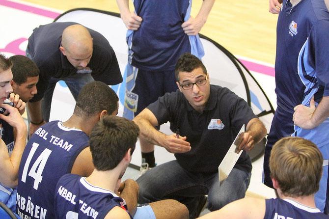 Coach Hamed Attarbashi mit seinem Co-Trainer Dejan Stojanovski.