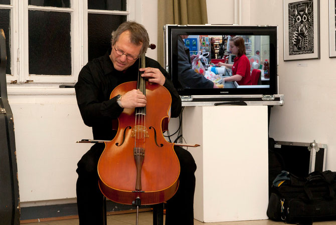 Am Cello: Ludger Schmidt, Finissage 26.11.2010