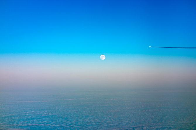 Sicht aus dem Flugzeug auf den Vollmond am 24.12.2015
