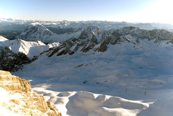 Blick auf den Schneeferner und Höllentalferner, dem einzigen Gletschergebiet Deutschlands