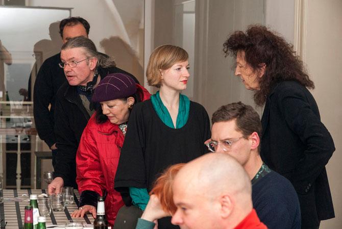 Christina Irrgang (Bildmitte) beim Gespräch mit Doris Schöttler-Boll
