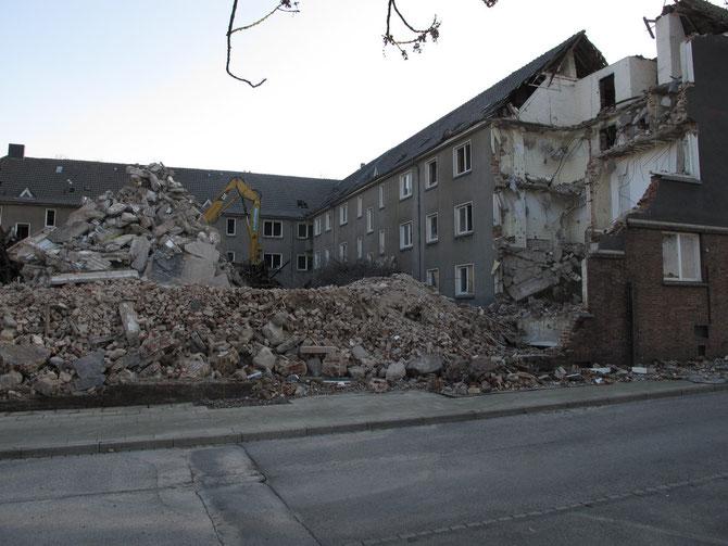 Abbruch der Wohnhäuser an der Niederfeldstraße, März 2011