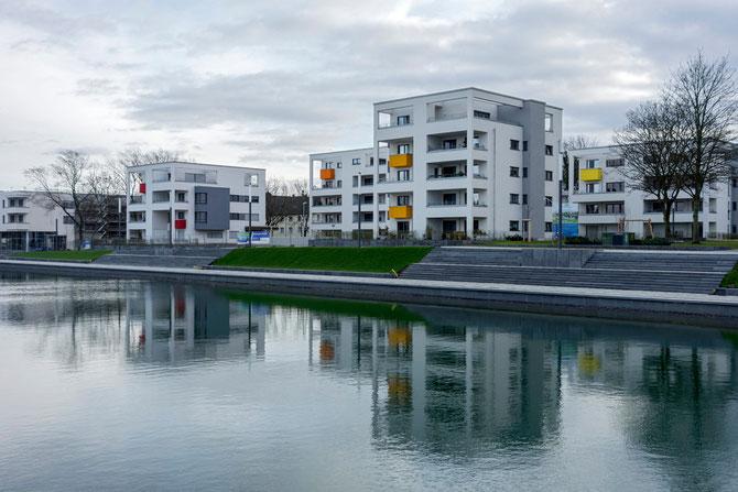 Die neuen Wohnhäuser am Niederfeldsee (Aufnahme Dezember 2013)
