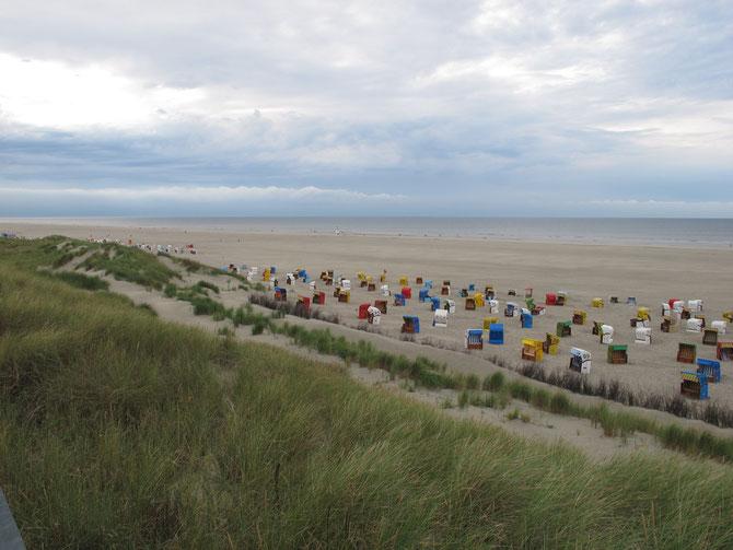 Der ausgedehnte Strand der Nordseeinsel Juist
