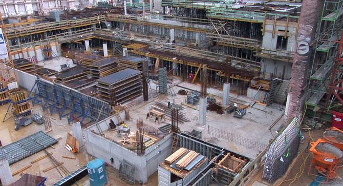 Die Fundamente des Filmstudios, Juli 2008   (zum Vergrößern anklicken)