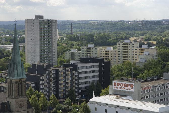 """70er Jahre-Neubauviertel in Steele, fotografiert vom """"Terrassenhochhaus"""" am Isinger Tor (August 2010)."""
