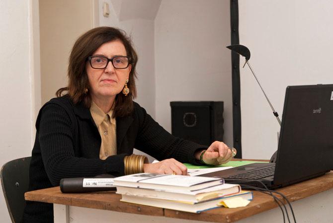 Christiane Meyer-Thoss beim Vortrag im Atelierhaus Alte Schule