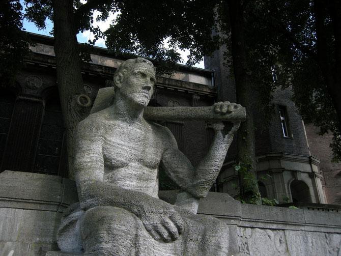 Der Jahrhundertbrunnen von 1907 wurde restauriert...