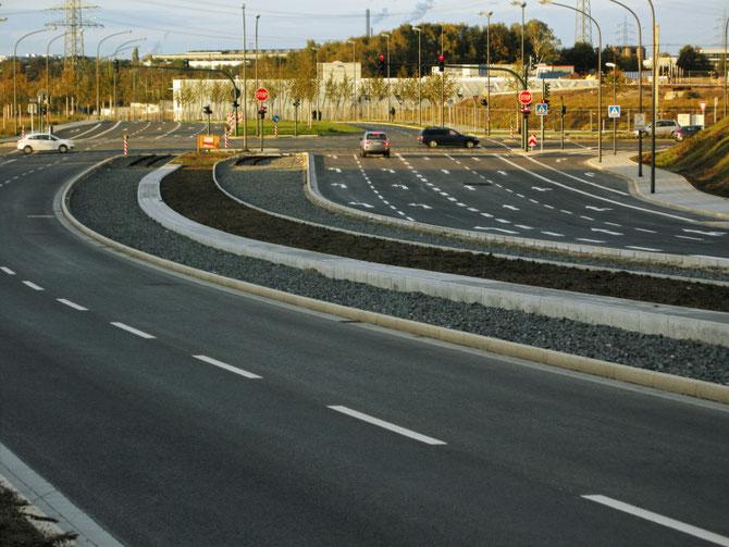 Übertriebener Straßenausbau - Radwege nur im Kreuzungsbereich