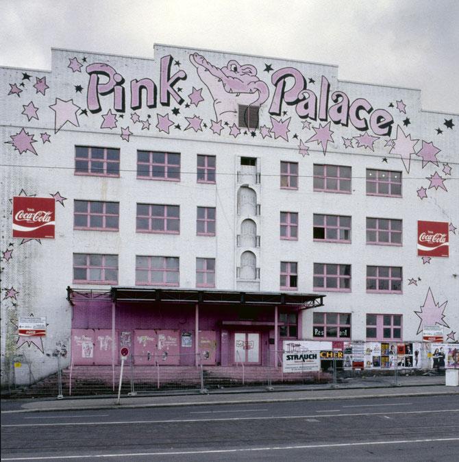 Pink Palace an der Frohnhauser Straße beim Beginn der Abbrucharbeiten
