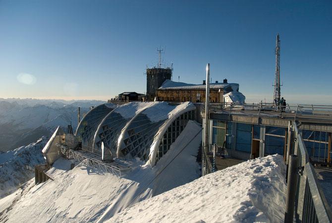 """Zugspitze (2962m) mit Wetterstation """"Münchener Haus"""""""