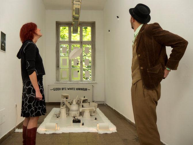 Rona Rangsch und Hardy Bock kurz vor der Ausstellungseröffnung