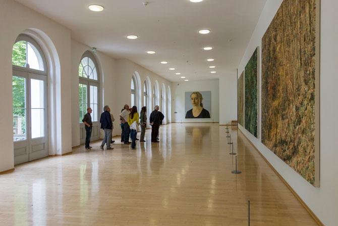 Führung mit Gerd Borchelmann in der Wandelhalle des Museums Kurhaus Kleve, Bilder von Franz Gertsch