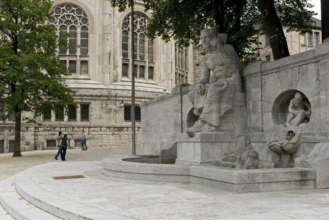 ..und der neue Edmund-Körner-Platz zwischen der Alten Synagoge und der Alt-Katholischen Friedenskirche geschaffen.
