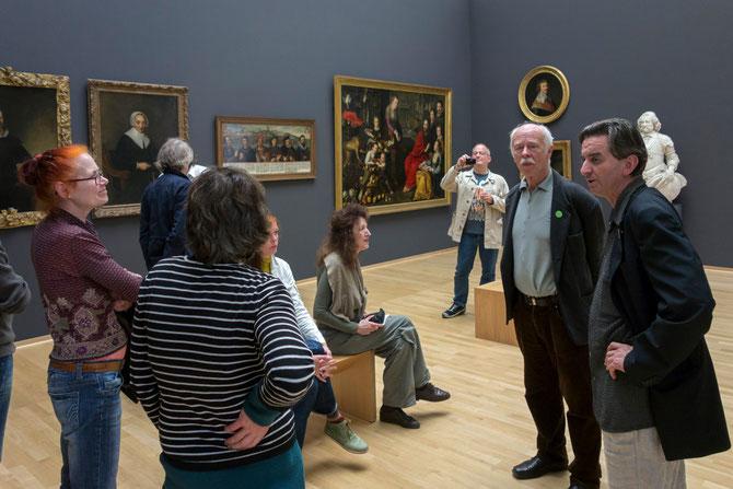 Sonderführung durch die Ausstellung mit Gerd Borchelmann, hier im Katharina von Kleve-Saal