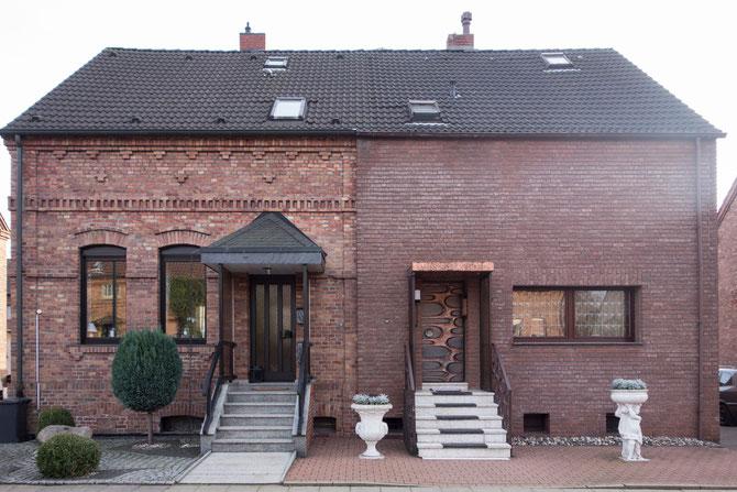 Altenessen-Nord, Bergarbeiterhaus im Bungalow-Stil (rechts)