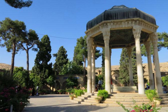 Grabmal des Dichters und Nationalhelden Hafez (auch: Hafis)