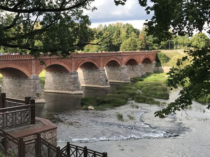 Backsteinbrücke in Kuldīga (Lettland)