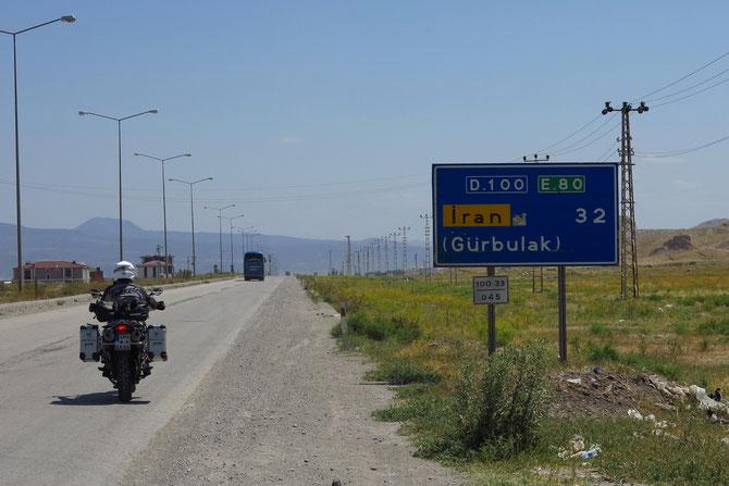 Noch 32 Kilometer bis zum Iran...
