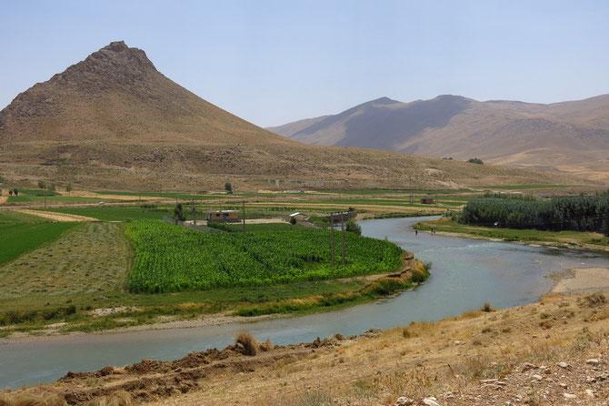 Fruchtbares Flusstal im Zagros-Gebirge
