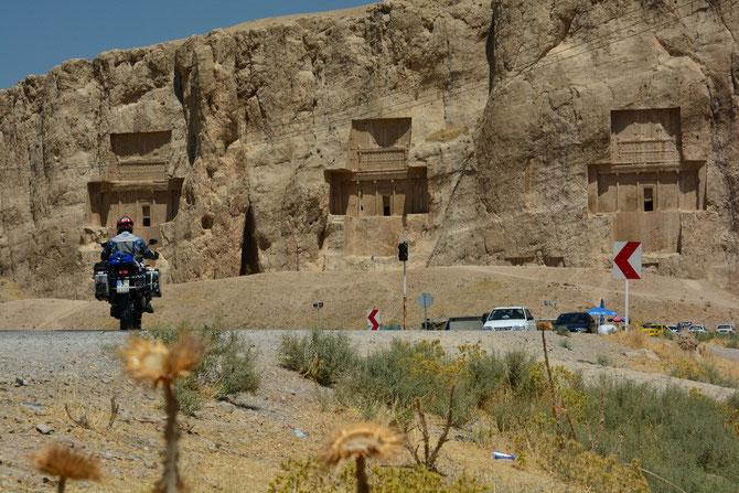 Ankunft bei den Königsgräbern von Rostam