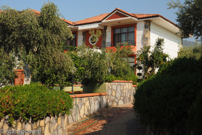 "Gepflegte Hotel-Apartments im ""Nysa Otel"" - GPS N 37.89507° E028.15547°"