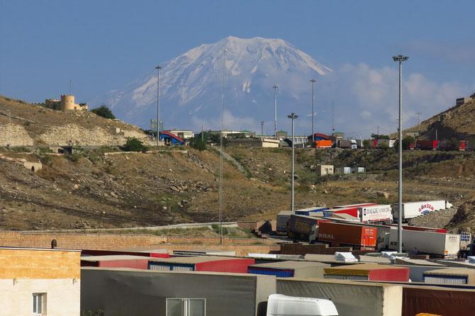 Direkt am Ararat: Grenzübergang Bazargan