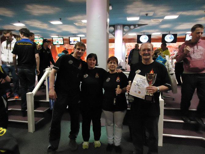 Platz 3.Bowlingfire: Rainer Haberland, Aniko Rückl, Cindy Brandenburger, Bernd Rückl v.l.n.r