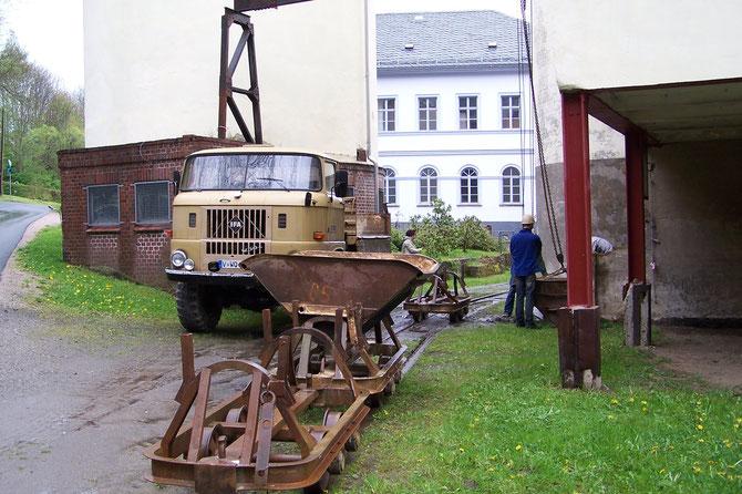 5'14: Abladen von in Tschechien gekauften Loren