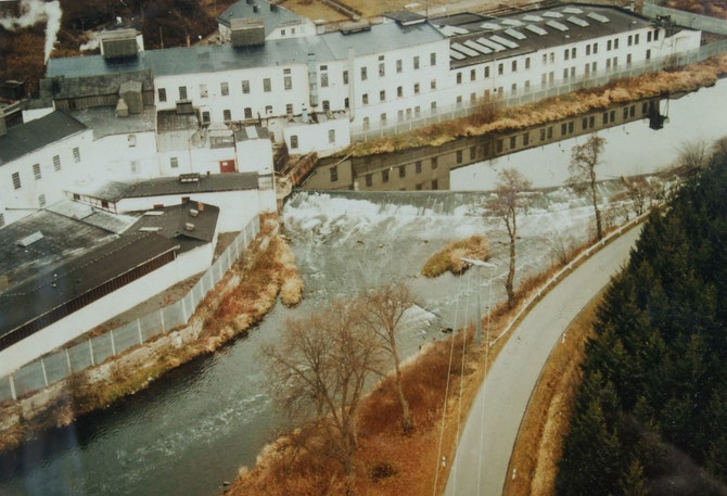 Die alte Papierfabrik zu DDR-Zeiten unmittelbar am Grenzzaun