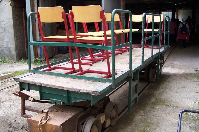 Bruckwagen zum Transport der Papierrollen,hier das umgebaute Exemplar für die Besucherfahrten