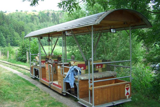 Triebwagen des vorherigen Betreibers ,heute als Wagen verwendet